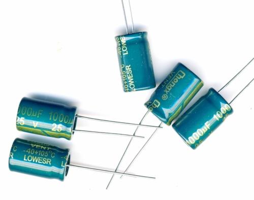 Конденсатор электролитический 1000x25v (10x17 мм)