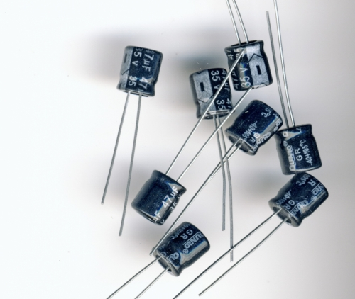 Конденсатор электролитический 47x35v (6x8 мм)